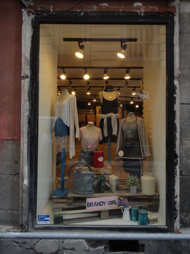 I like this window composition. Brandy Melville window in Madrid.