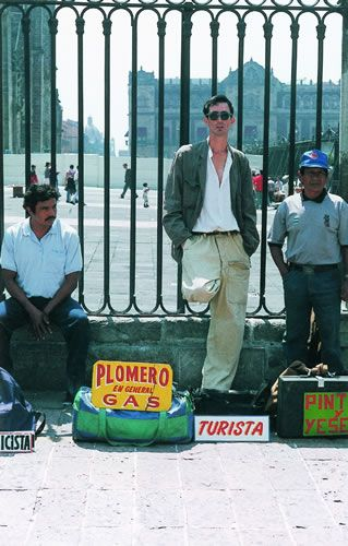 "Francis Alys, ""Turista"" (1997)"