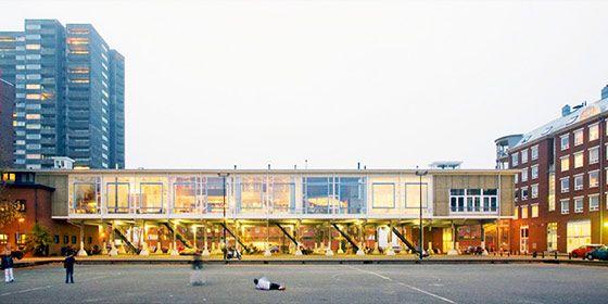 港酒場をリノベーションした、体育館のようなアパートメント in アムステルダム | VIP WORKS