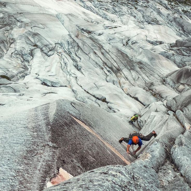"""""""Getting close to the end on day 6, of @drewsplan takeover. Chance Traub and I spent two months in Cochamo Valley, Chile. We established a 1000m, 5.12,…"""""""