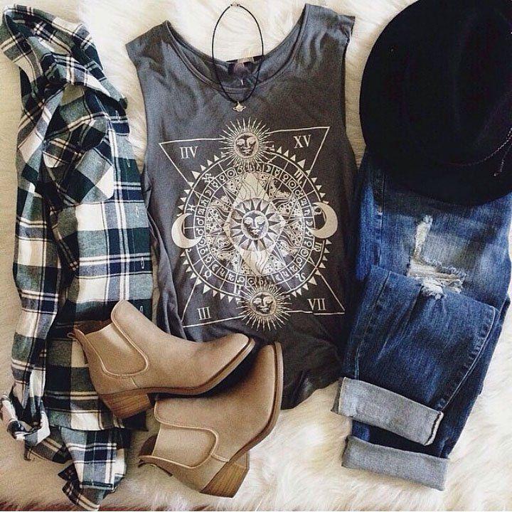Grunge outfit idea nº14: Plaid shirt, ripped denim jeans, brimmed hat, vinyl T…