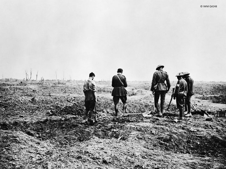Ww1 4 sept 1916 somme chaplain conducts burial service