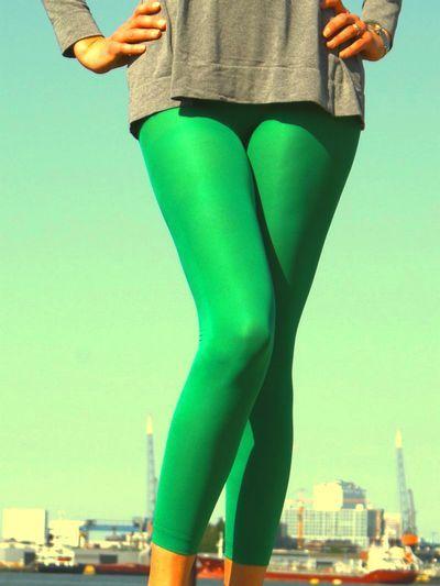 Wie het over de jaren '80 heeft, heeft het natuurlijk over felle, opvallende kleuren en over de allereerste keer, dat er leggings in het straatbeeld verschenen. Was jij een 'child of the Eighties' of hou je gewoon van comfortabele leggings in prachtige, opvallende kleuren, dan is deze vrolijke Eighties enkellegging van Marianne een absolute musthave!  Ook verkrijgbaar als capri-legging.