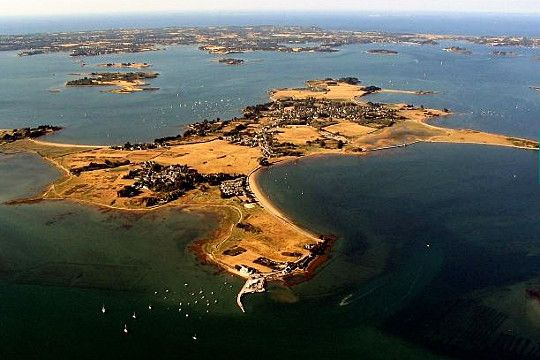 L'Ile d'Arz, the 2nd largest of the islands in the Golfe du Morbian, on Bretagne's south coast.