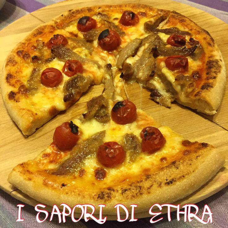 Pizza con pomodorini e filetti di maiale La pizza con pomodorini e filetti di maiale è una delle più apprezzate i