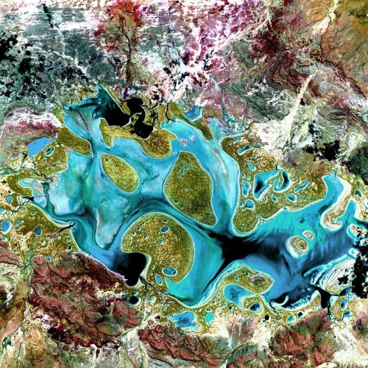 #Озеро #Карнеги в #Австралии. #Невероятной #красоты #снимок со #спутника.