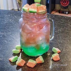 Watermelon Blast! ▃▃▃▃▃▃▃▃▃▃▃▃▃▃▃▃▃ Green: 1 oz. Midori 1/2 oz. Blue Curacao 1 1/2 oz. Sweet & Sour Pink: 1 1/2 oz. Smirnoff Sour Watermelon Vodka 2 oz. Lemon Lime Soda Splash of Cranberry Juice Watermelon Gummies #tipsybartender #martini #tequila #patron #smirnoff #drinkporn #booze #bartender #bacardi #malibu #mixology #mixologist #margarita #letsturnup #liquor #ciroc #cocktail #alcohol #vodka #ciroc #cocktails #whiskey #greygoose