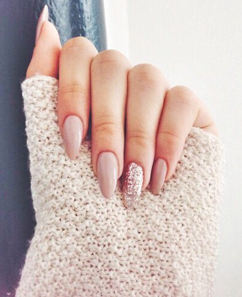 Acrylic almond shape nails, pink nails, glitter nails #essie