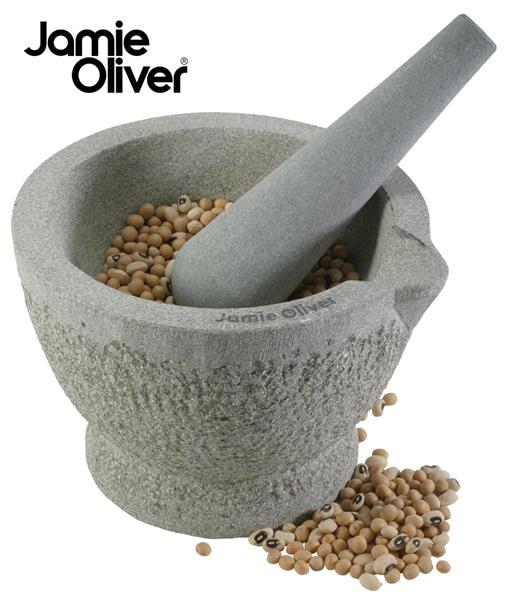 Pilão de pedra para temperos Jamie Oliver 14 cm  Dê a sua casa um toque de chef com o pilão de granito Jamie Oliver.  O mortar com pilão, fabricado e esculpido em granito, é ideal para moer especiarias secas, alho e ervas frescas.  O granito por não ser uma pedra porosa, não interfere no sabor das ervas e para limpá-lo basta lavá-lo com água e sabão.  Informações Técnicas  Dimensões: 14cm Diâmetro  Peso: 3,5 kg  Material: Granito  Contêm: 1 pilar e 1 mortar  R$ 99,00