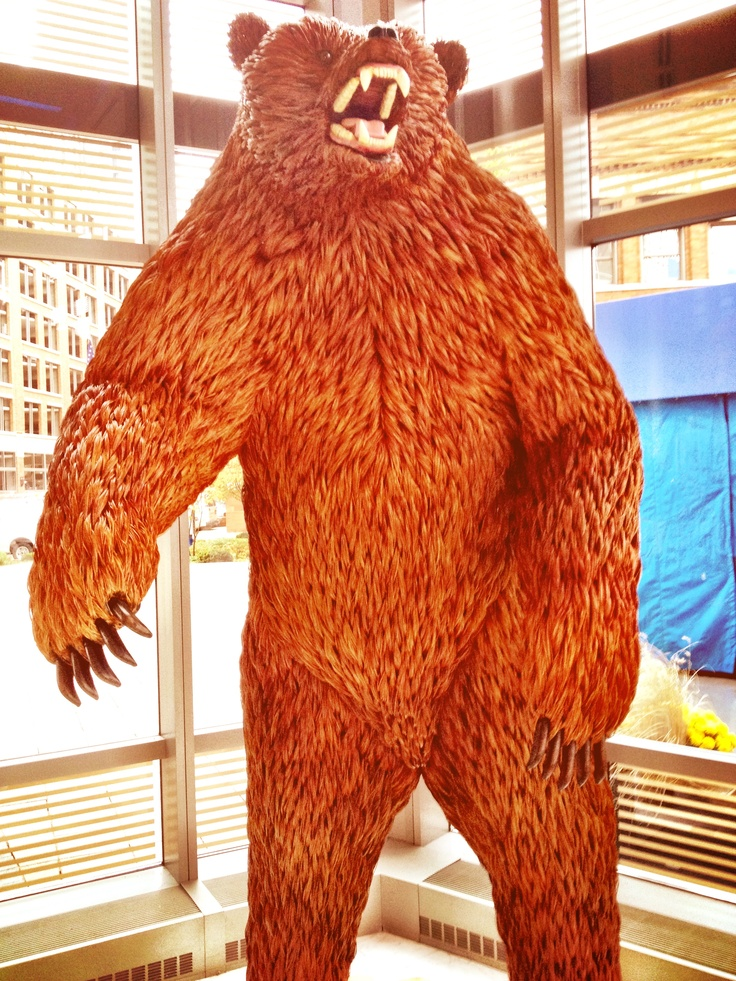 Grizzly sculpture in Grand Rapids.