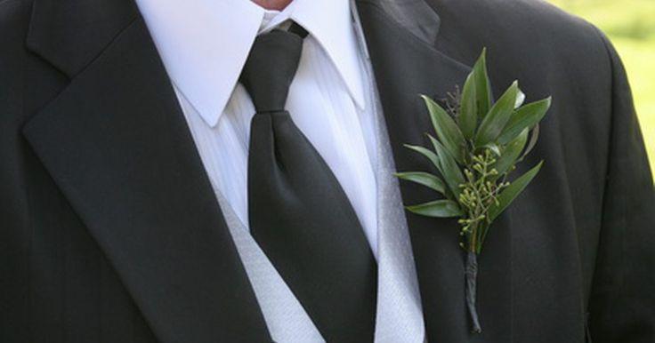 Cómo vestirse para un concurso de belleza. Las reglas de vestimenta que aplican a los concursos de belleza son las mismas que para la boda de un amigo: vístete lo suficientemente bien como para mostrarle respeto a la estrella, pero no de manera tan glamorosa que llame la atención de todos. La clasificación simple para la vestimenta en un concurso de belleza, en un evento regional pequeño, ...