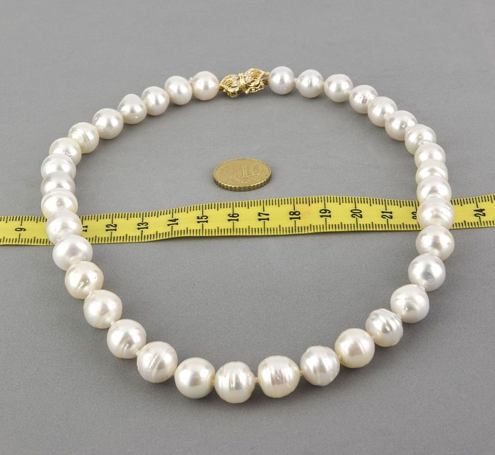Choker made of Australian South Sea pearls, with yellow gold clasp and with brilliant cut diamonds - Catawiki