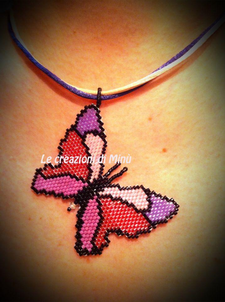 Farfallina!!  Lo so che non è perfetta, ma sono ugualmente soddisfatta di questa farfallina in brick stitch!! Che ne pensate? Indossata mi p...