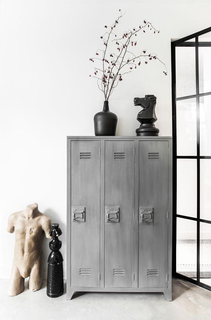 HKliving industrieel vintage kleur decoratie woonaccessoires woonkamer interieur wit zwart hout locker kast
