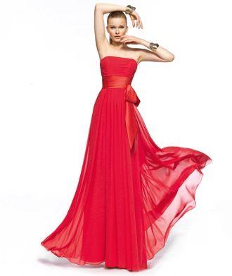 Si ya se aproxima el día de la boda y tú todavía no sabes cuál será el vestido ideal que usarás, estos vestidos de fiesta en color rojo intenso colección Pronovias 2013 te serán de gran ayuda. Sus diseños son largos, elegantes, pero también cuentan con adornos divertidos