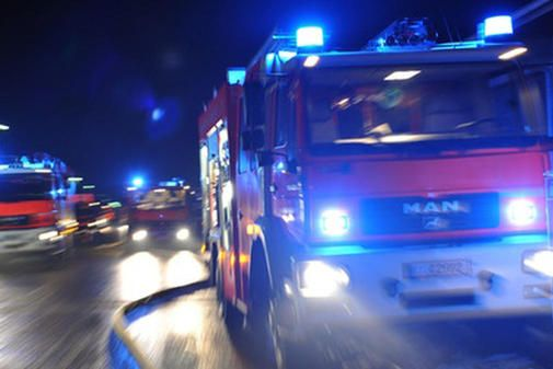 Ein Großsaufgebot der Feuerwehren aus Einbeck und dem Umkreis ist am Sonntagnachmittag zu einem Brand auf einem Firmengelände im Bereich Juliusmühle ausgerüc...
