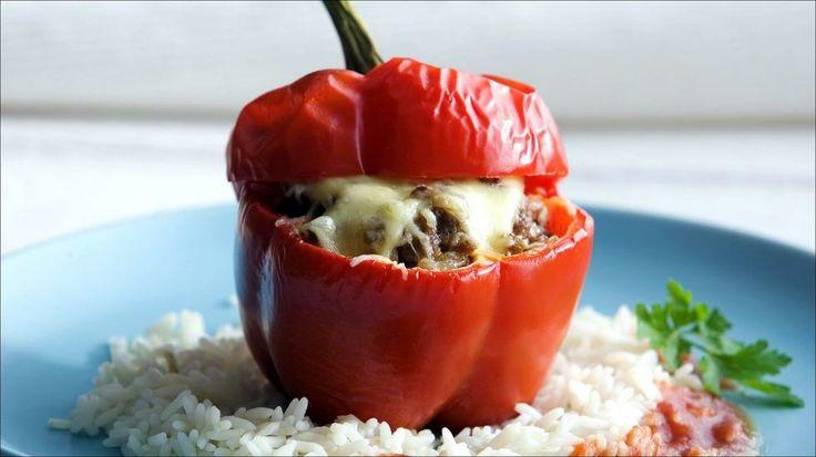 Fylt paprika med kjøttdeig - Fylt paprika er en god rett som nesten lager seg selv. Her har vi smakt til kjøttblandingen med malt anis og koriander, men nesten hva som helst av krydder gjør seg.