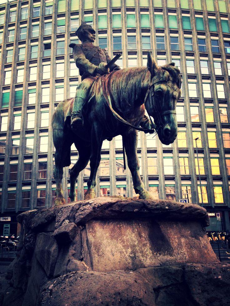 Milano. Piazza Missori. Monumento a Giuseppe Missori.