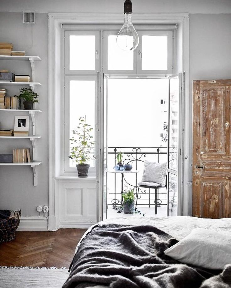 Sunday vibes. See more of this beautiful flat over on the blog www.attsamla.com #Sunday #weekend #interiors Krister Engström / @stadshem by attpynta