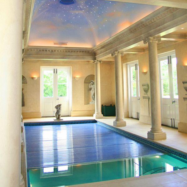 Una gallery di piscine riscaldate coperte in case da sogno che arricchiscono il comfort e la vivibilità di un'abitazione. Ecco 10 piscine che rendono strao