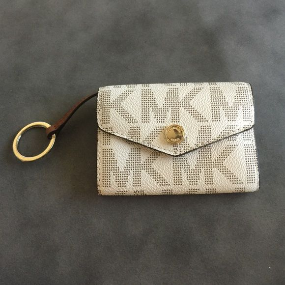Michael Kors MK signature wallet keychain MK signature vanilla PVC leather, coin purse/wallet keychain. No trades. Perfect condition. Used once. Michael Kors Bags Wallets