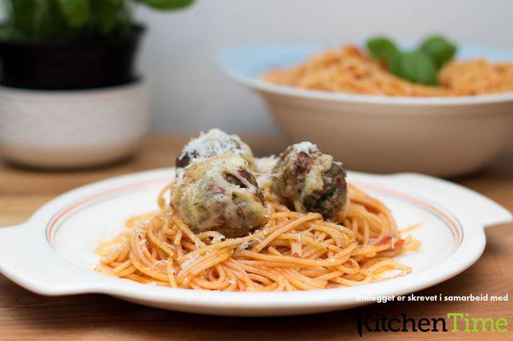 Spaghetti og kjøttboller med enkel marinarasaus