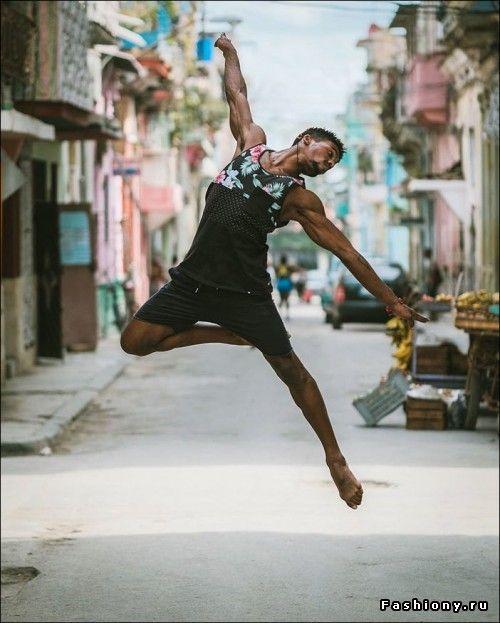 Красивый фотопроект: танцоры балета на городских улицах