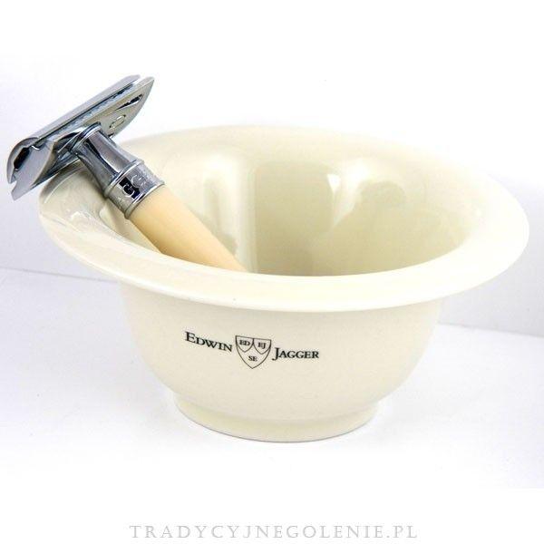Tradycyjne porcelanowe naczynie na mydło i pianę do golenia w kolorze kości słoniowej. Na naczyniu sygnatura znanej angielskiej manufaktury z Sheffield - Edwin Jagger.