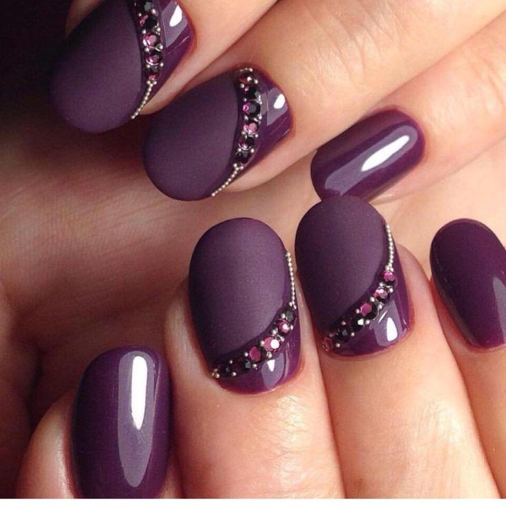 Elegantly done nails.  Love the subtle sophistication.
