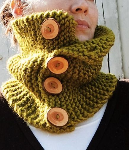 Chunky Button-Up Cowl (Free Knitting Pattern)