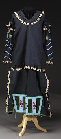 Рубаха и леггинсы, Кутенэ. Коллекция James C. Garner и Beatrice Medicine, Южная Каролина.