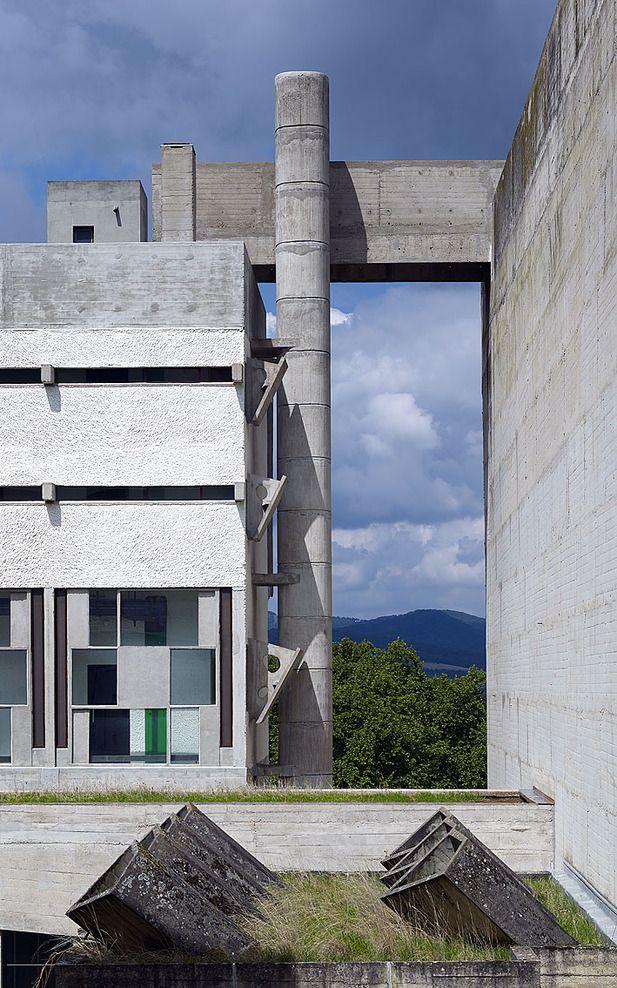 Couvent Saint Maria de la Tourette   Eveux-sur-l'Arbresle, France   Le Corbusier   photo © Cemal Emden