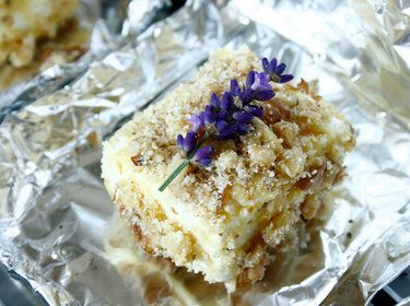 Feta mit Walnusspanade und Lavendel - 22 Grillbeilagen, die deinem Fleisch die Show stehlen