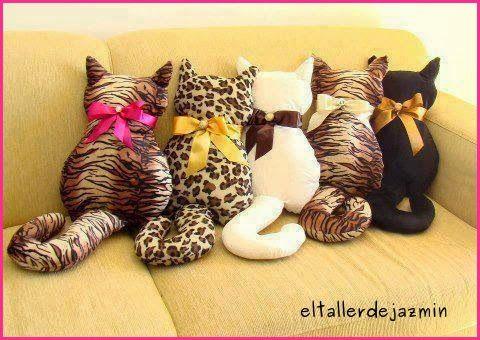 Almohadones gatitos, paso a paso, incluye el molde.