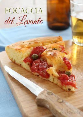 La focaccia del Levante è di sola semola rimacinata, buona, soffice e gustosa. Farcita con pomodori pelati, capperi origano e olio extravergine d'oliva.