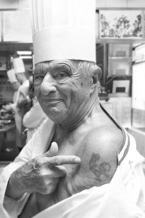 Chez Bocuse, tout change et rien ne change! A 86 ans, il a tout vu, a voyagé, s'est amusé, reste chez lui désormais, mais n'est pas avare de beaux projets...