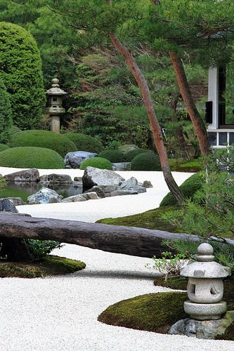 Adachi constructed his Japanese garden with the hope that through its seasonal expression of natural beauty visitors would be inspired to view Taikans paintings with a renewed sense of appreciation. This new appreciation would then lead to increased inte