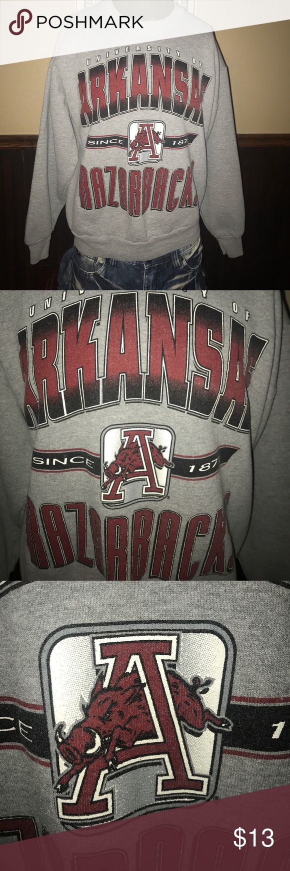 "Vintage 90s University of Arkansas Razorbacks Vintage 90s University of Arkansas Razorbacks  Sweatshirt - 24"" pit to pit  / 25"" Top of the shoulder to the bottom of the shirt  -  Sweet Graphic Vintage Shirts Sweatshirts & Hoodies"