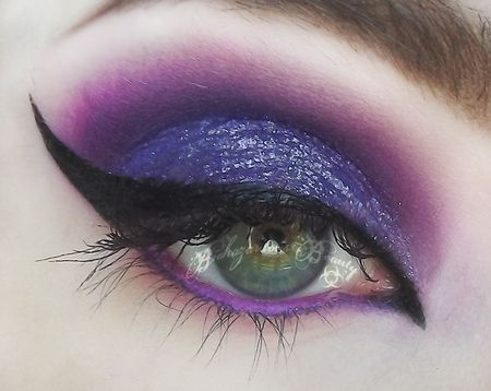 Love You With Poison - witch eyes for Halloween. This would be great if you were Ursula or Maleficent!