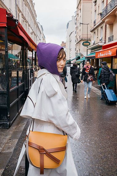 9d77f50e3ffd 本田翼とロエベの新作「ゲート・バッグ」の魅力を紐解く。|特集|Fashion | 本田翼 Tsubasa Honda | Tsubasa  honda、Asian girl、Street snap