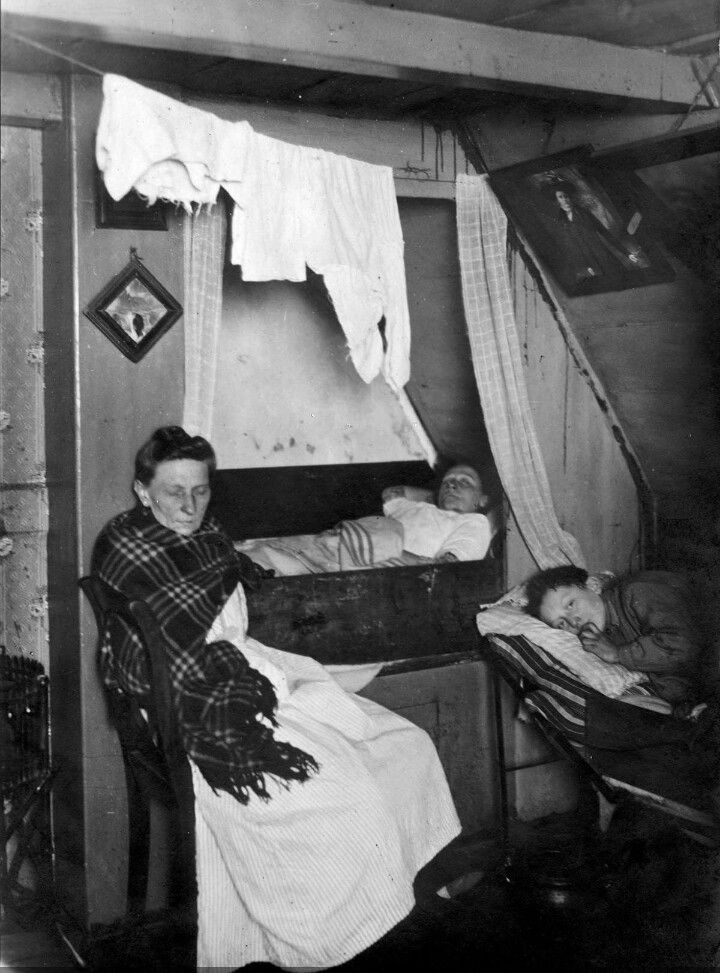 That ain't no comfy bed there in the middle?! No melancholy there. Back to the future. #holland #1900 #greetingsfromnl