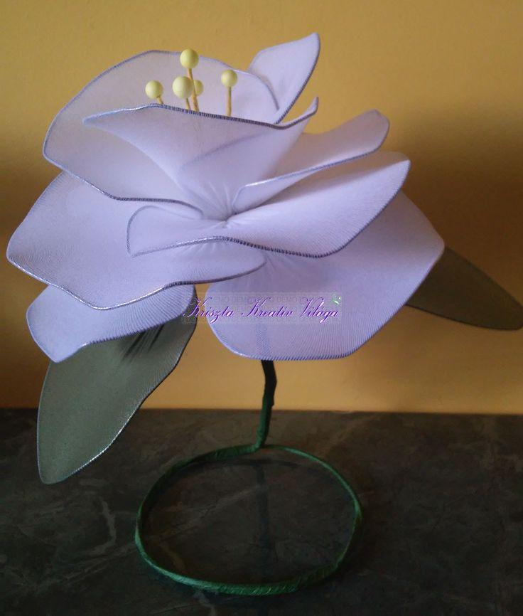 Óriás harisnyavirág asztali dekoráció fehér színben