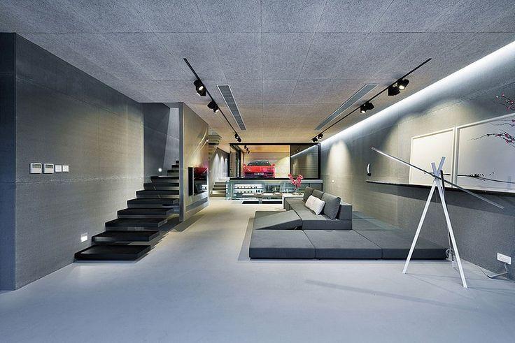 Coole garages, het blijft ons fascineren! Zeker als het om fraai gevulde garages gaat die onderdeel uitmaken van architectonische hoogstandjes waar je vanaf