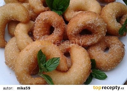 Tvarohové kroužky se skořicí recept - TopRecepty.cz