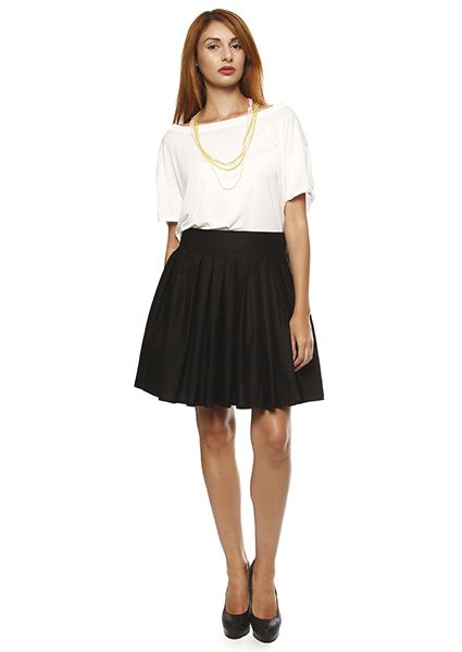 Juvenile black skirt with pleats from kaparntina