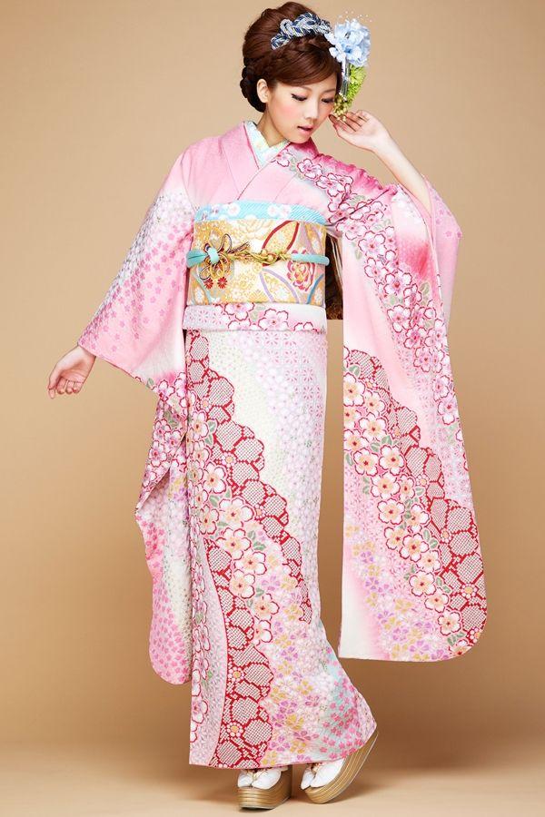 Akatani Naoko 赤谷奈緒子 (non-no model) for Princess furisode : kimono collection catalog - 2014 Source : Takazen