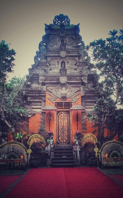 Puri Saren Agung (Ubud palace) We need to buy the ticket costs Rp 80.000 then we reserve the best location since 6 pm.
