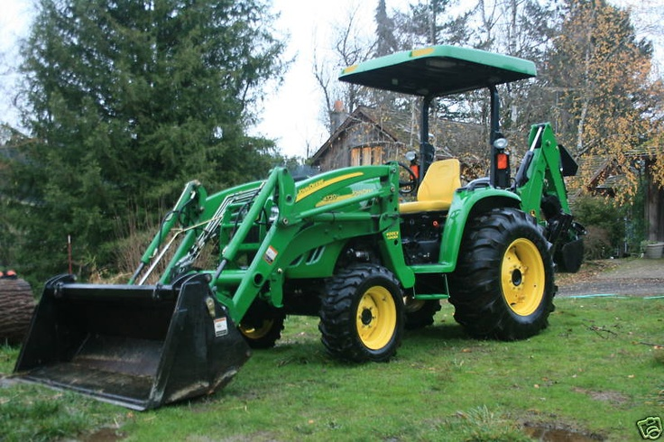 John Deere 4720 Tractor Loader & Backhoe