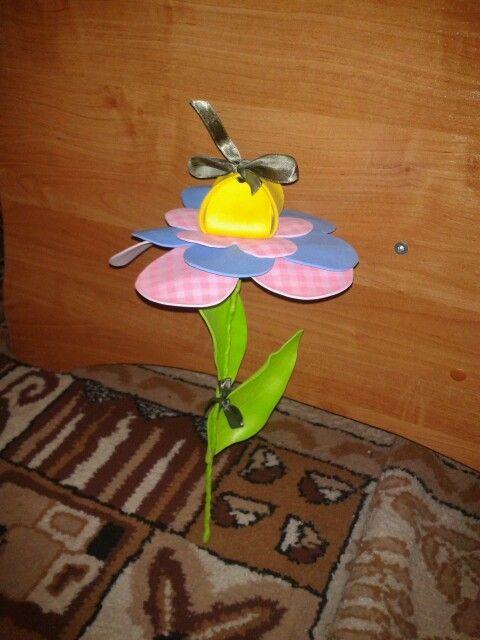 moosgummi flower gift closed