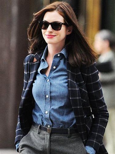 Copia los looks de Anne Hathaway en El Becario · InStyle en español · La portada | STREET FASHION | Pinterest | Anne Hathaway and Celebrity